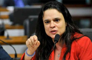 JANAINA PASCHOAL PROTOCOLA PEDIDO DE IMPEACHMENT CONTRA DIAS TOFFOLI