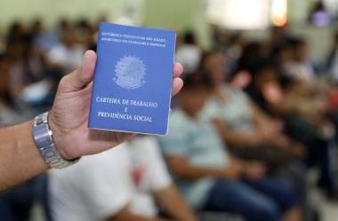 DESEMPREGO FICA EM 11% E AINDA ATINGE 11,6 MILHÕES