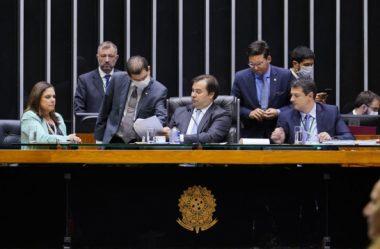 CÂMARA APROVA AUXÍLIO DE R$ 600 PARA PESSOAS DE BAIXA RENDA