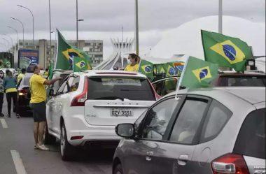 APOIADORES DE BOLSONARO FAZEM MANIFESTAÇÃO NA ESPLANADA DOS MINISTÉRIOS