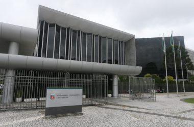 JUSTIÇA DETERMINA A DESOCUPAÇÃO DE MANIFESTANTES NA ALEP