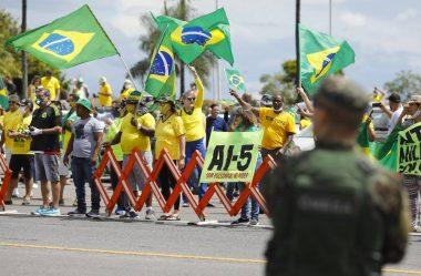"""APOIADORES DE BOLSONARO AGEM PARA DESQUALIFICAR EXTREMISTAS: """"BLACK BLOCS DA DIREITA"""""""