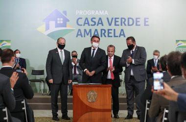 RICARDO BARROS PARTICIPA DO LANÇAMENTO DO PROGRAMA CASA VERDE E AMARELA