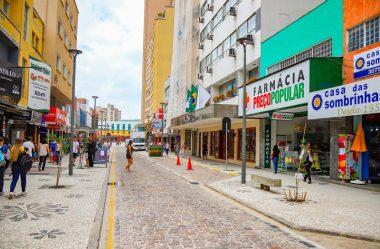 COMERCIANTES DE CURITIBA MARCAM CARREATA DE PROTESTO CONTRA A BANDEIRA VERMELHA