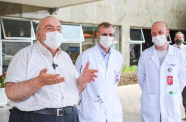 GRECA RECEBE ALTA HOSPITALAR; PRIMEIRA-DAMA SEGUE INTERNADA COM COVID-19