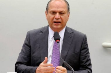 LÍDER DO GOVERNO NEGA QUE VÁ ASSUMIR MINISTÉRIO DA SAÚDE