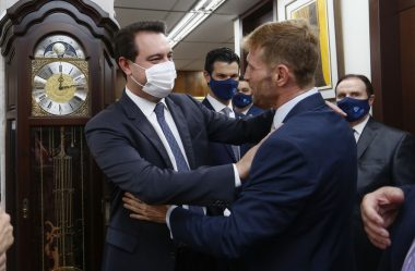 FABIO CAMARGO TOMA POSSE COMO PRESIDENTE DO TRIBUNAL DE CONTAS DO PARANÁ