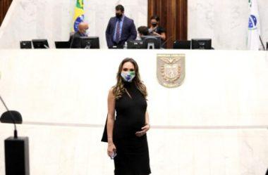 MARIA VICTÓRIA PARTICIPA PRESENCIALMENTE DO PLENÁRIO DA ASSEMBLEIA