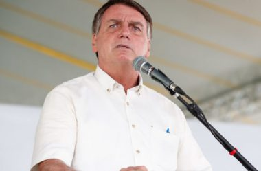 EM CASCAVEL, BOLSONARO É COBRADO SOBRE PEDÁGIO E PROMETE CONVERSAR COM MINISTRO