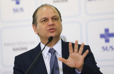 BARROS CRITICA A BUROCRACIA ENVOLVENDO VACINAS