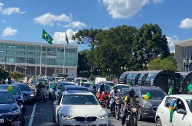 MANIFESTANTES FAZEM CARREATA PRÓ-BOLSONARO PELAS RUAS DE CURITIBA