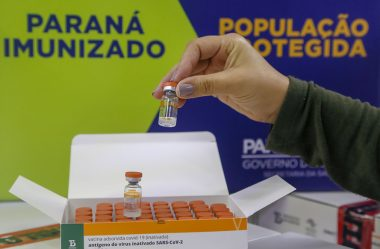 MINISTÉRIO DA SAÚDE CONFIRMA ENVIO DE 525 MIL DOSES DE VACINA CONTRA COVID-19 AO PARANÁ