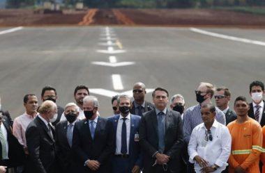 BOLSONARO INAUGURA NOVA PISTA DO AEROPORTO DE FOZ, A MAIOR DA REGIÃO SUL