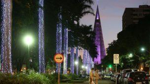 TRIBUNAL DE CONTAS SUSPENDE LICITAÇÃO DE ENFEITES NATAL DE MARINGÁ POR VALORES EXCESSIVOS