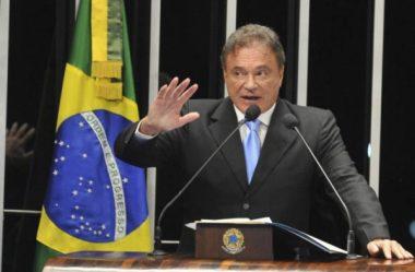ALVARO DIAS COBRA VOTAÇÃO DO FIM DO FORO PRIVILEGIADO