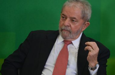 JUIZ DE CURITIBA MANTÉM BLOQUEIO DE BENS DE LULA