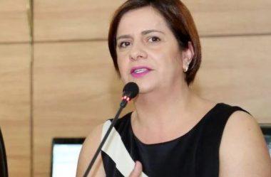 VEREADORA FABIANE ROSA FICA SEM PARTIDO POR 30 DIAS