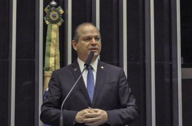 BARROS: NÃO VEJO NENHUMA INTENÇÃO DO PRESIDENTE EM POLITIZAR AS FORÇAS ARMADAS