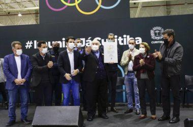 GRECA DIZ QUE FARÁ PRESSÃO POLÍTICA PARA VACINAR ADOLESCENTES SEM COMORBIDADES